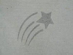 Pískovaná hvězda do betonu