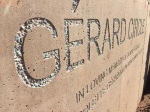 Pískovaný text do betonu